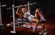 Гантели или тренажёры: какой вид тренировок лучше?